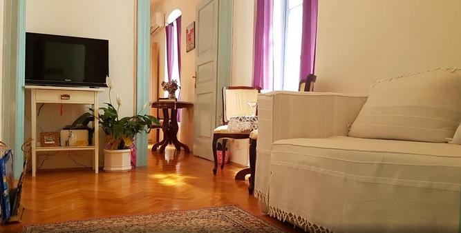 Split,Croatia,2 Bedrooms Bedrooms,1 BathroomBathrooms,Apartment,1101