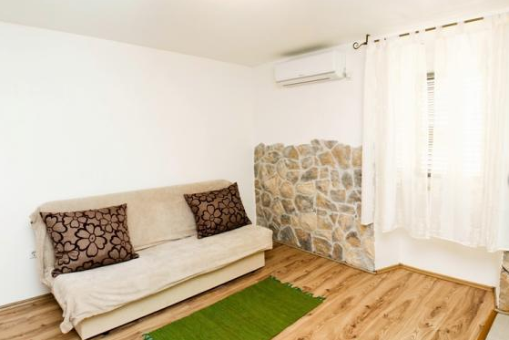 Split,Croatia,1 BathroomBathrooms,Apartment,1124