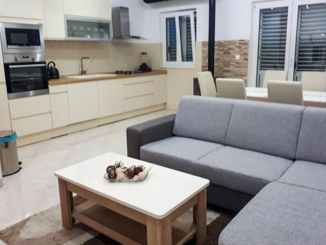 Split,Croatia,3 Bedrooms Bedrooms,2 BathroomsBathrooms,Apartment,1155