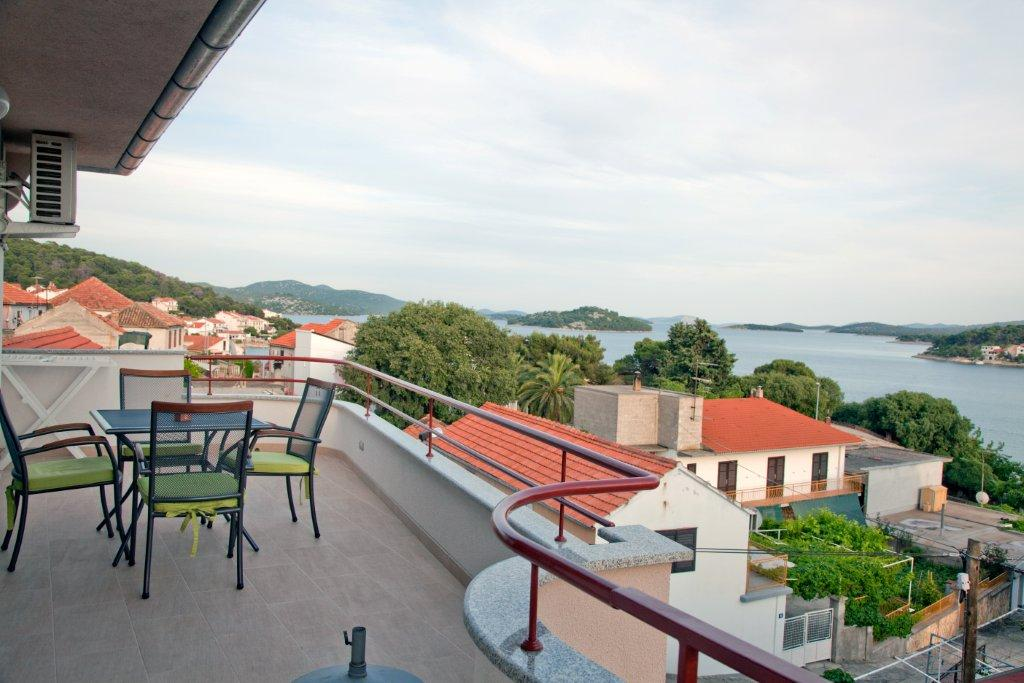 Tisno,Croatia,2 Bedrooms Bedrooms,1 BathroomBathrooms,Apartment,1040